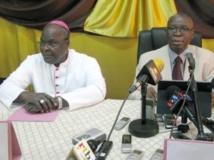 L'ex-président Jean-Baptiste Ouédraogo (d) et l'archevêque de Bobo Dioulasso, Paul Ouédraogo, le 30 janvier à Ouagadougou. RFI / Yaya Boudani