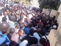 Sit-in au building administratif: les ex-agents de l'ANEJ, du FNPJ et l'AJEB prêts à tout pour...