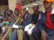 Ces hommes racontent comment les musulmans de leur quartier ont été attaqués à la machette, car ils suspectaient certains habitants de cacher des armes fournies par l'ancien président Bozizé. RFI