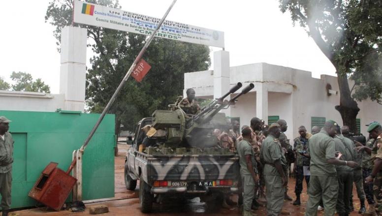 Mali: les 21 corps trouvés dans un charnier seraient ceux de «bérets rouges»