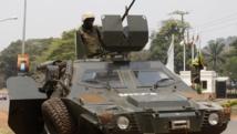 Des soldats de la Misca à Bangui, le 19 février 2014. La capitale centrafricaine a été secouée par des tirs et des explosions aux abords de l'aéroport ,
