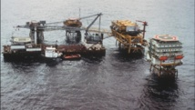 Plateforme pétrolière d'Elf au large de la côte gabonaise, près de Port Gentil (photo du 29 mai 1990). Photo: AFP
