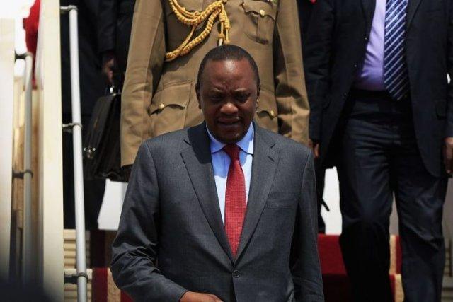 Le président kényan baisse son salaire de 20%