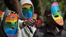 Une pétition contre la loi anti-gay a été déposée devant la cour.