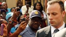 Oscar Pistorius, lors de sa sortie du tribunal de Pretoria, ce mardi 18 mars.