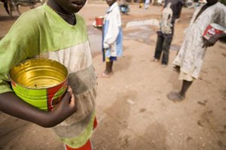 Exploitation sous prétexte d'éducation : HRW regrette la mendicité forcée des enfants
