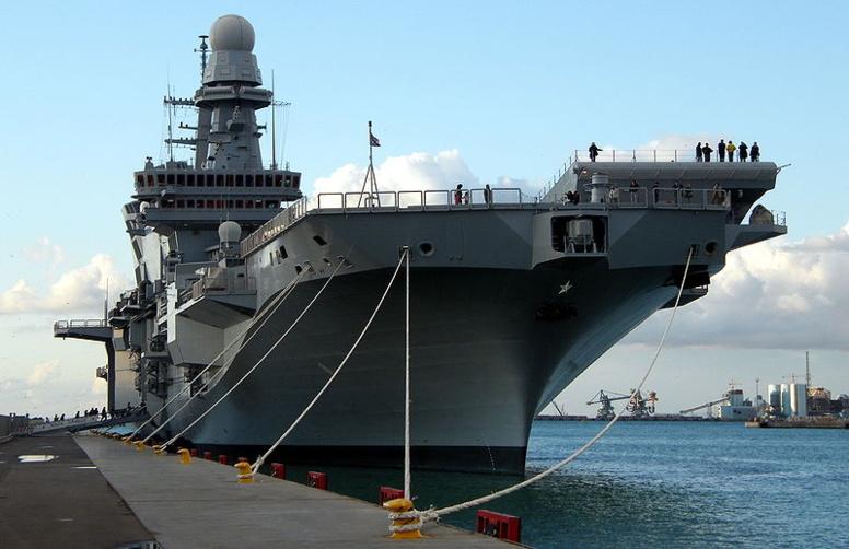 Trois bâtiments de la marine française à Dakar