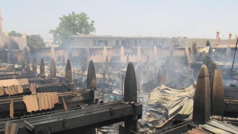 La police privilégie la piste accidentelle : un court-circuit serait à l'origine de l'incendie qui a détruit le marché rose de Bamako.