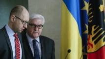 Le Premier ministre ukrainien Arseni Iatseniouk (à g.) en compagnie du chef de la diplomatie allemande Frank-Walter Steinmeier, le 22 mars 2014.