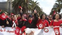 Défilé de femmes à Tunis, le 8 mars 2014. Le procès des policiers auteurs du viol de Meriem est devenu un symbole de la lutte contre les violences envers les femmes en Tunisie. REUTERS/Zoubeir Souissi