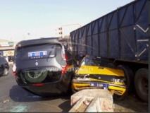 Accident-Un camion fou termine sa course sur un taxi