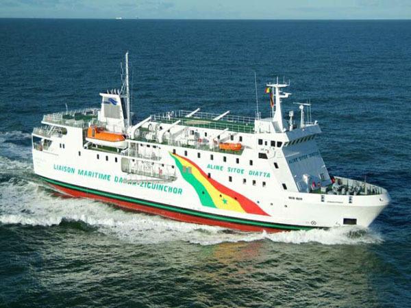 Liaison Dakar-Ziguinchor : En attendant Aguène et Djambodj, un bateau de l'Armée assure le fret