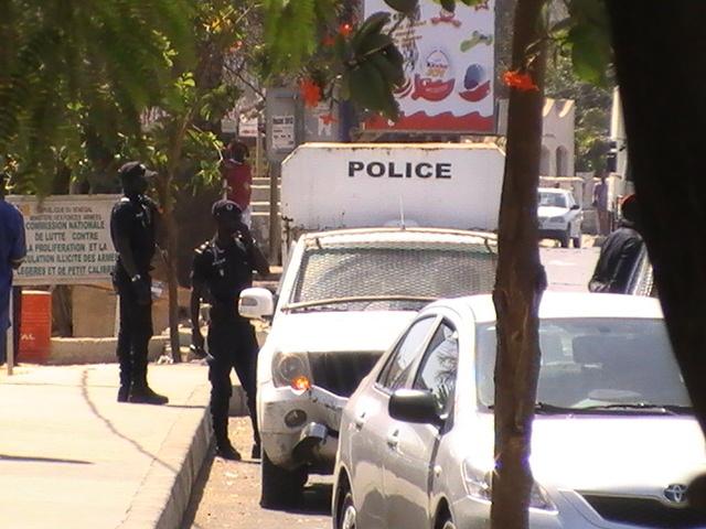 Jour de confrontations pour Karim - les alentours de la CREI bouclés (images de l'arrivée de Wade-fils)