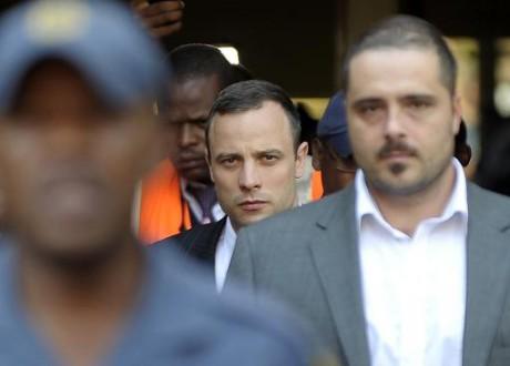 """Procès Pistorius: """"Vous saviez qui était derrière la porte"""", affirme le procureur"""