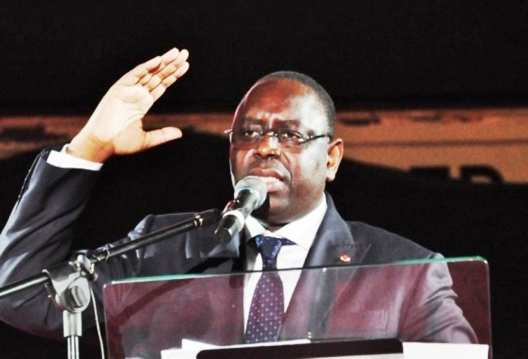 """Macky Sall affronte les syndicats et """"pointe"""" les travailleurs de l'administration"""