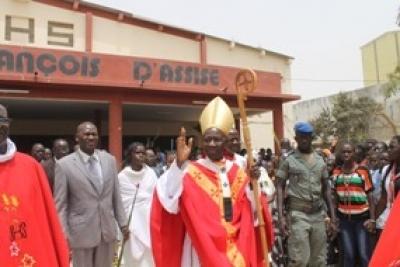 Le Cardinal Théodore Adrien Sarr préside la Messe Chrismale en la Cathédrale de Dakar, à 18h30