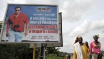 Un panneau dans les rues d'Abidjan rappelant les six ans de disparition de Guy-André Kieffer.