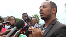 Kizito Mihigo s'adresse aux médias à Kigali, le 15 avril 2014, après l'annonce de son arrestation la veille. AFP PHOTO / STEPHANIE AGLIETTI