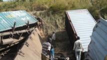 Bondé de passagers, le train de marchandises a derraillé après avoir quitté la ville de Kamina, en RDC, le 22 avril 2014.