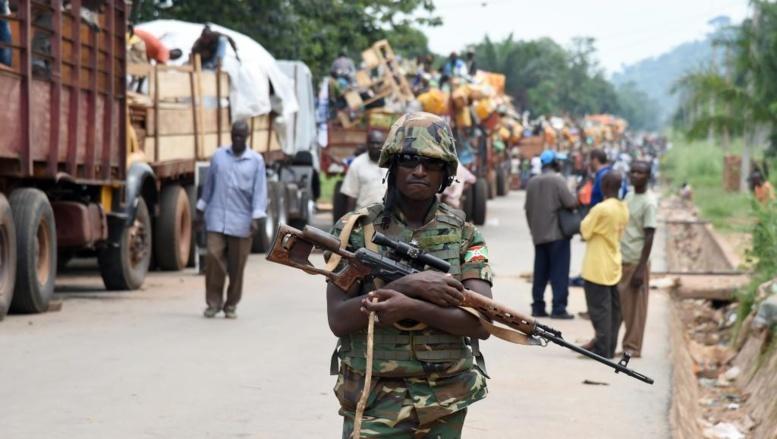 La force africaine Misca a évacué les musulmans du quartier PK12 à Bangui, le 27 avril 2014. AFP PHOTO / ISSOUF SANOGO