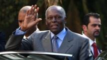 Le président de l'Angola José Eduardo dos Santos entame une visite officielle à Paris mardi 29 avril 2014. Une visite évènement qui doit ouvrir une nouvelle ère dans les relations entre Paris et Luanda. AFP PHOTO/ JOAO CORTESAO