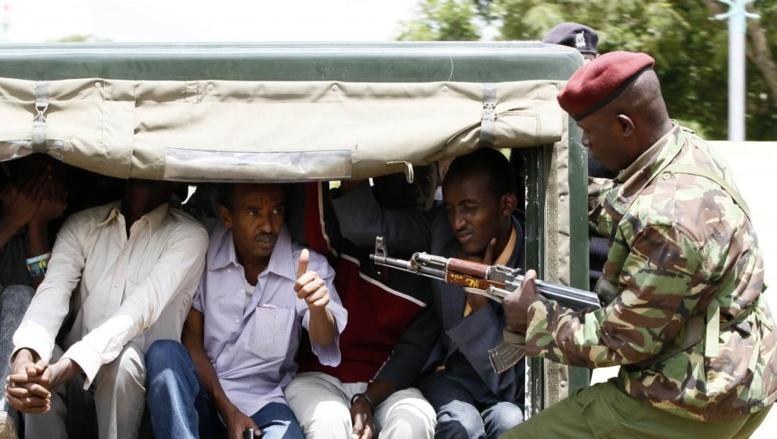 Des réfugiés somaliens arrêtés à Nairobi, le 7 avril 2014. REUTERS/Thomas Mukoya