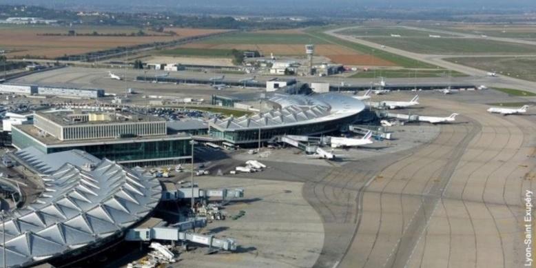 insolite un avion fait escale lyon et repart sans ses 110 passagers. Black Bedroom Furniture Sets. Home Design Ideas
