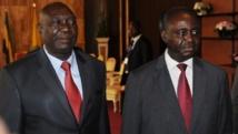 Le président centrafricain François Bozizé (à droite) et le représentant de la Seleka Michel Djotodia, le 11 janvier 2013 à Libreville, au Gabon.AFP PHOTO / STEVE JORDAN