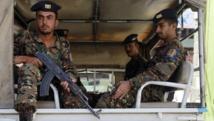Des soldats yéménites patrouillent à bord d'un véhicule dans les rues de Sanaa, le 11 mai 2014.