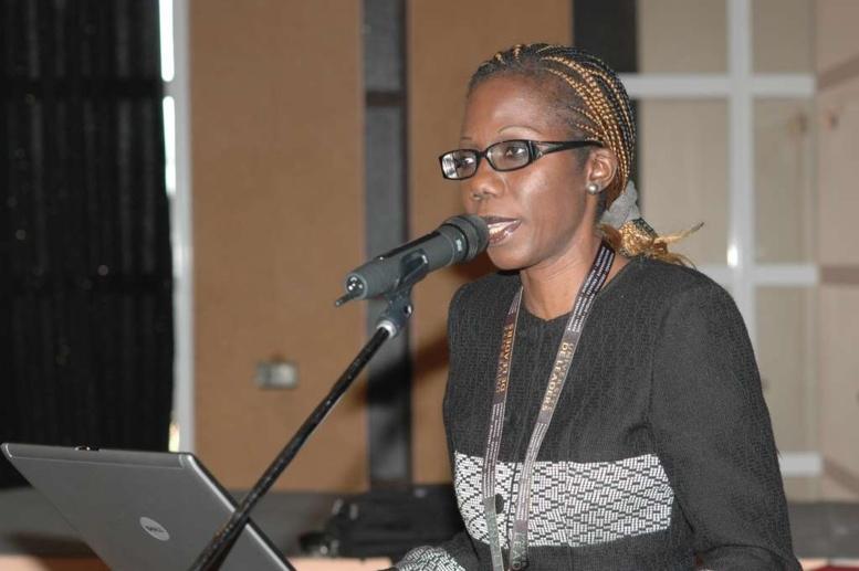 Pour la libération immédiate des lycéennes, Fatou Kiné Camara de l'AJS et Cie assiègent l'ambassade du Nigéria et font face aux policiers