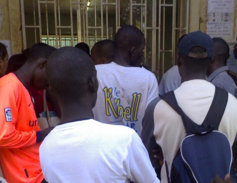 En quête d'informations sur leurs bourses, des étudiants électrocutés à la Direction des bourses