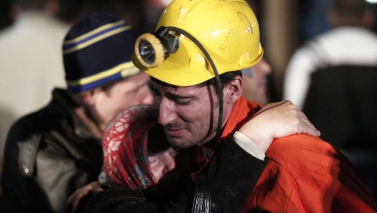 Un mineur rescapé de l'accident survenu dans la mine de charbon de la Soma Komur, dans l'ouest de la Turquie, ce mardi 12 mai. REUTERS/Osman Orsal