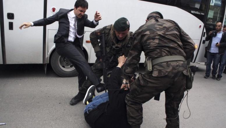 Turquie: la catastrophe, le deuil et la colère
