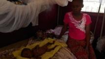 En Centrafrique, Abigaël, 5 mois, pèse le tiers du poids qu'il aurait normalement dû peser. RFI