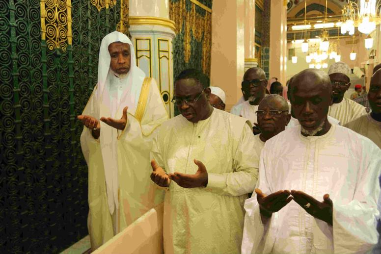 Le Président Sall prie au Mausolée du Prophète Mohamed