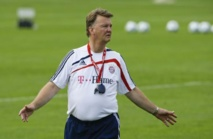 Manchester United: Louis van Gaal nommé manager, Ryan Giggs adjoint