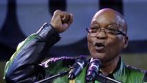 Le président Jacob Zuma célèbre sa victoire aux côtés de ses partisans le 10 mai 2014 à Johannesburg. REUTERS/Mike Hutchings