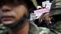 Des manifestants anti-coup d'Etat, à Bangkok ce samedi 24 mai 2014. REUTERS/Damir Sagolj