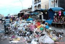 Dakar risque d'être insalubre, les travailleurs du nettoiement bandent les muscles contre le gouvernement