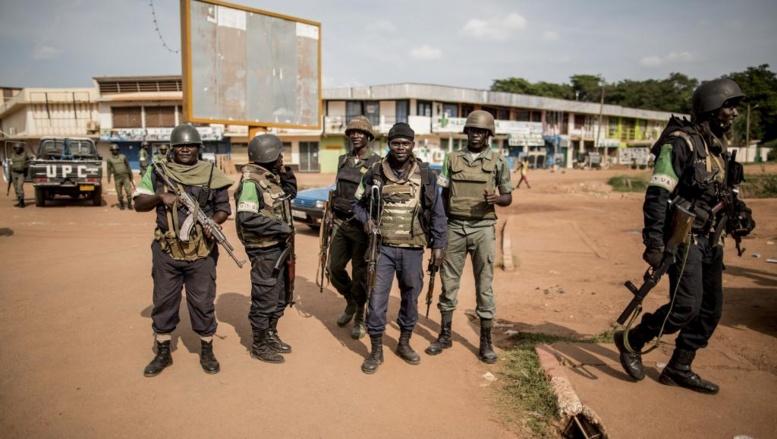 Des soldats sénégalais de la Misca, arrivés, ce jeudi 29 mai, à Bangui, au lendemain de l'attaque près de l'église Notre-Dame de Fatima, pour éviter un regain de violence. AFP PHOTO/MARCO LONGARI