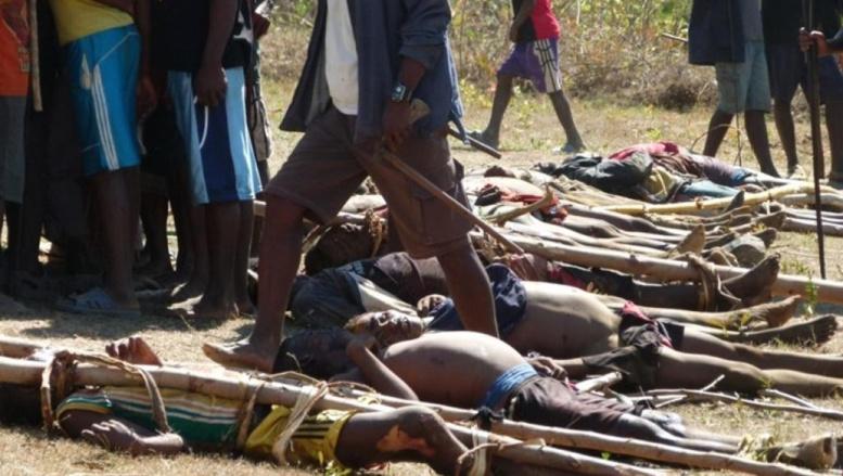 Corps de dahalos tués par les villageois dans la province d'Anosy, dans le sud de la Grande Ile, le 3 septembre 2012. AFP/Province d'Anosyy pr