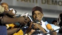 Abdoulaye Wade, l'ancien président sénégalais, lors de son arrivée à Dakar, le 25 avril 2014. AFP PHOTO / SEYLLOU
