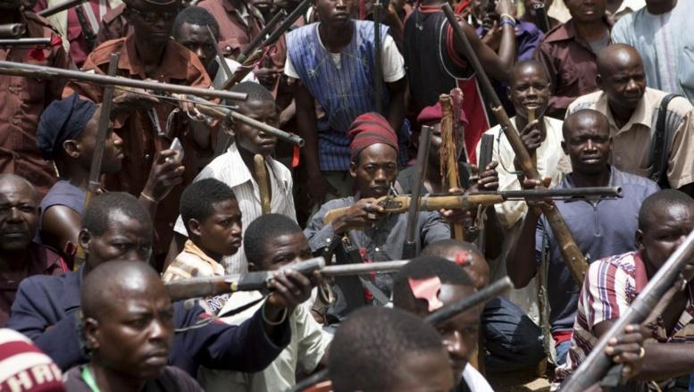 Des habitants de l'Etat de Borno, au Nigeria, se sont regroupés en milice d'auto-défense pour lutter contre la menace de Boko Haram. REUTERS/Joe Penney