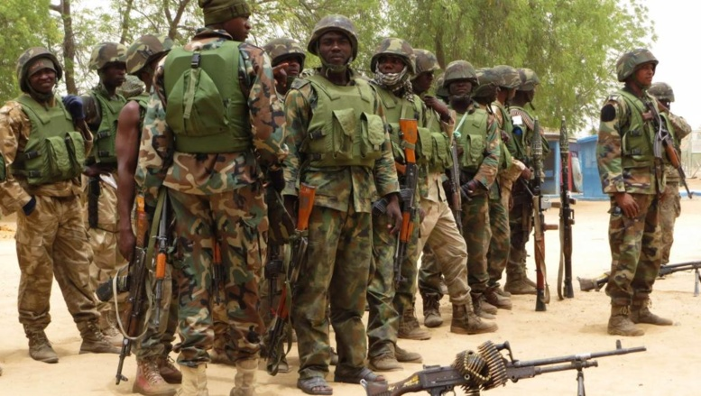 L'armée nigériane est sous le feu constant des critiques pour son incapacité à contenir l'insurrection de Boko Haram. REUTERS/Tim Cocks