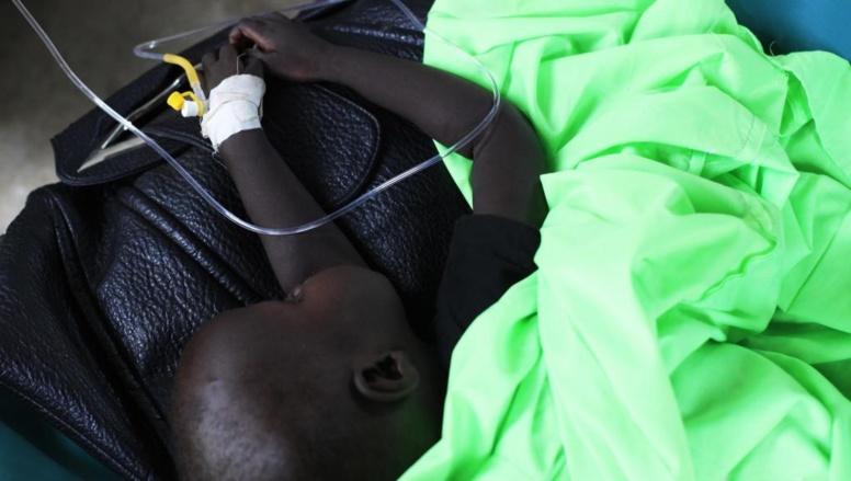 Un bébé sud-soudanais souffrant du choléra est hospitalisé à Juba, fin mai 2014. REUTERS/Andreea Campeanu