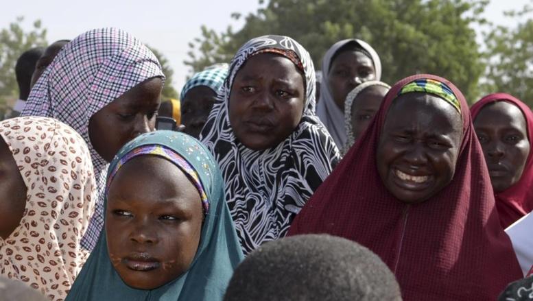 Mères des jeunes lycéennes enlevées par Boko Haram, le 14 avril, lors d'une réunion avec le gouverneur de l'Etat de Borno, le 22 avril 2014. REUTERS/Stringer