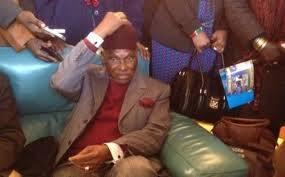 Wade à Dakar depuis hier et passe finalement par le salon d'honneur