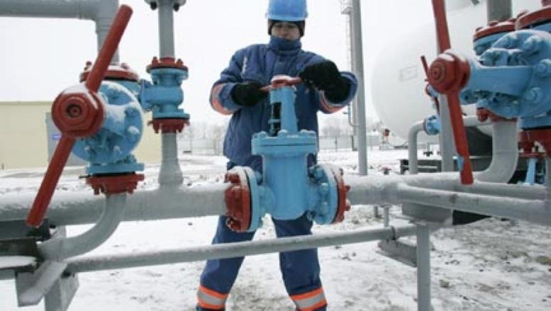 Un employé sur le site gazier de Lyvenske au travail, à 400km de Kiev en Ukraine. (Photo : Reuters)
