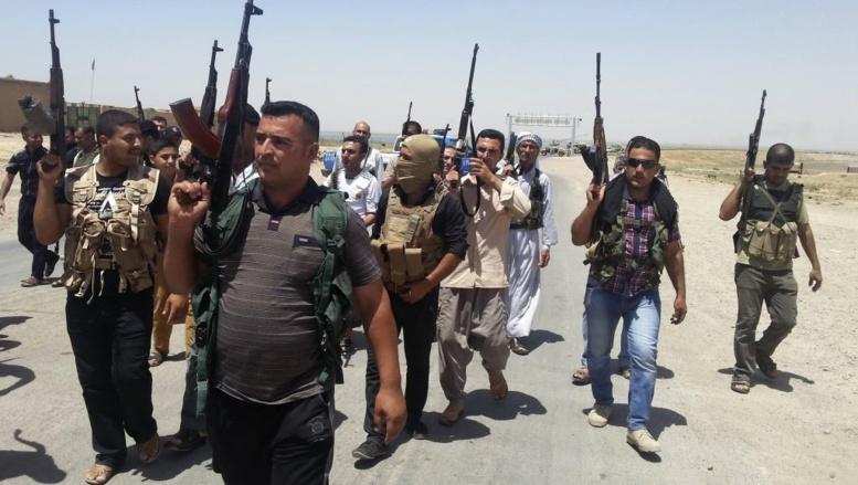 Tribus et forces de sécurité irakiennes se sont déployés autour de Diyala, le 14 juin 2014. REUTERS/Stringer