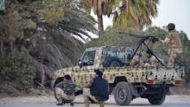 Des forces loyales au général dissident Khalifa Haftar dans de violents affrontements avec des des groupes islamistes, à Benghazi, ce lundi 2 juin 2014. REUTERS/Stringer